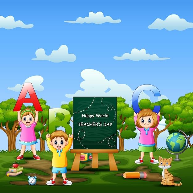 Glücklicher weltlehrertag auf zeichen mit kindern, die abc-brief halten Premium Vektoren