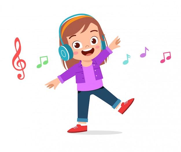 Glückliches nettes mädchen, das musik hört Premium Vektoren