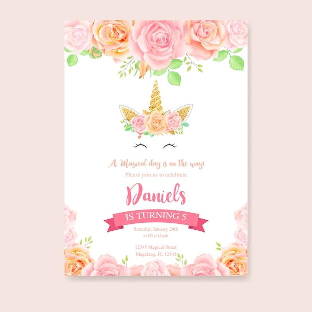 Glückwunschkarte mit einhorn und rosa blumen Premium Vektoren