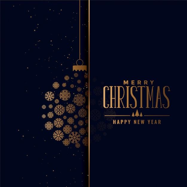 Goldener ball der frohen weihnachten gemacht mit schneeflockenhintergrund Kostenlosen Vektoren