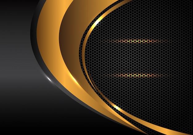 Goldkurve und graues metallisches auf hexagonmaschenhintergrund. Premium Vektoren