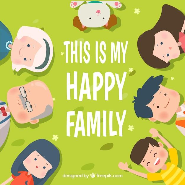 Grüner hintergrund mit lächelnden familie Kostenlosen Vektoren