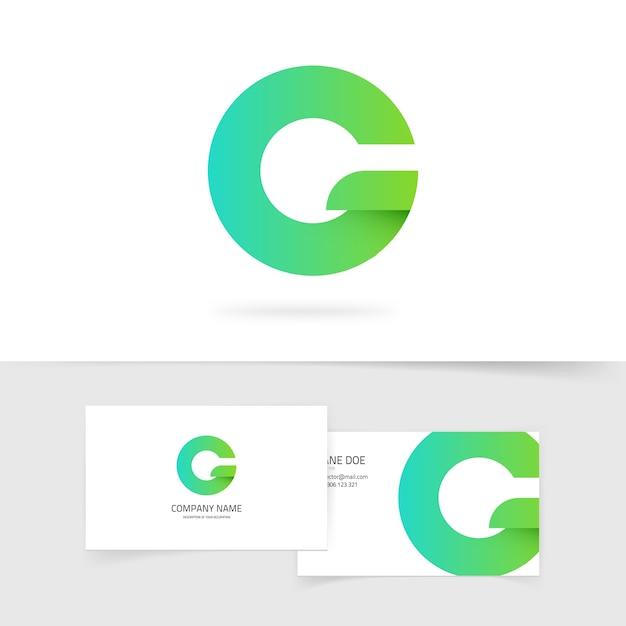 Grünes farbverlaufbuchstaben g oder q ökologielogoelement auf weißem hintergrund Premium Vektoren