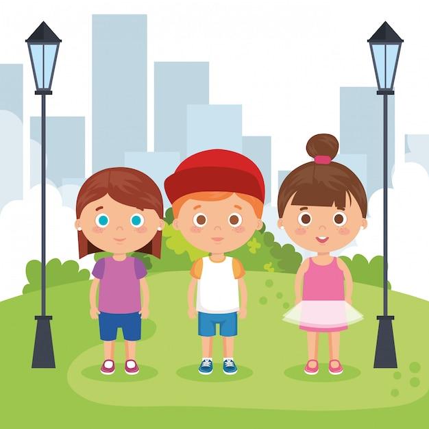 Gruppe kleinkinder in den parkcharakteren | Kostenlose Vektor