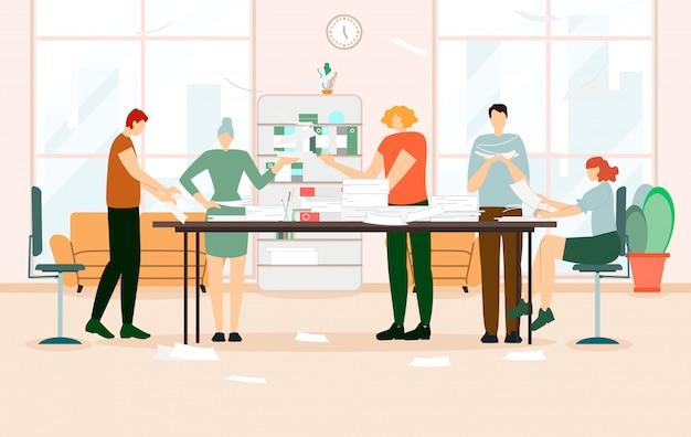 Gruppe kollegen, die bei tisch mit papieren arbeiten Premium Vektoren