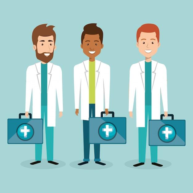 Gruppe von medizinischem personal mit kit-charakteren Kostenlosen Vektoren