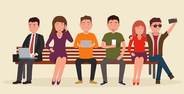 Gruppe von menschen auf der bank mit mobilen geräten. Premium Vektoren
