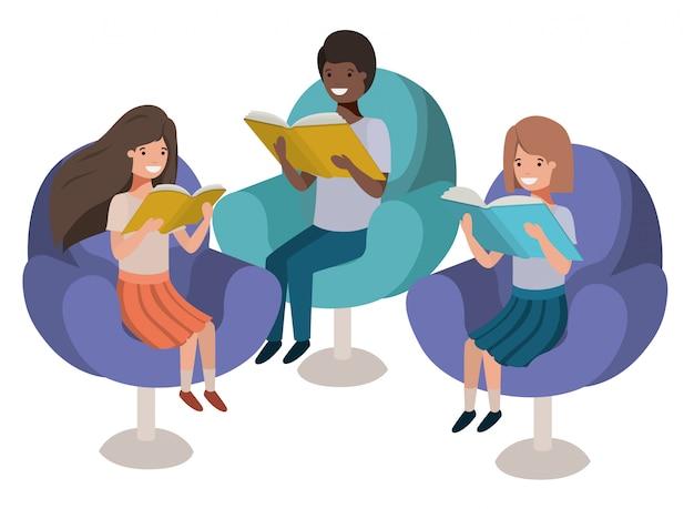 Gruppe von personen, die im sofa mit buchavataracharakter sitzt Premium Vektoren