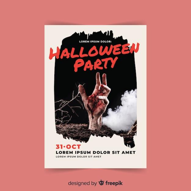 Gruseliges halloween-partyplakat mit realistischem design Kostenlosen Vektoren