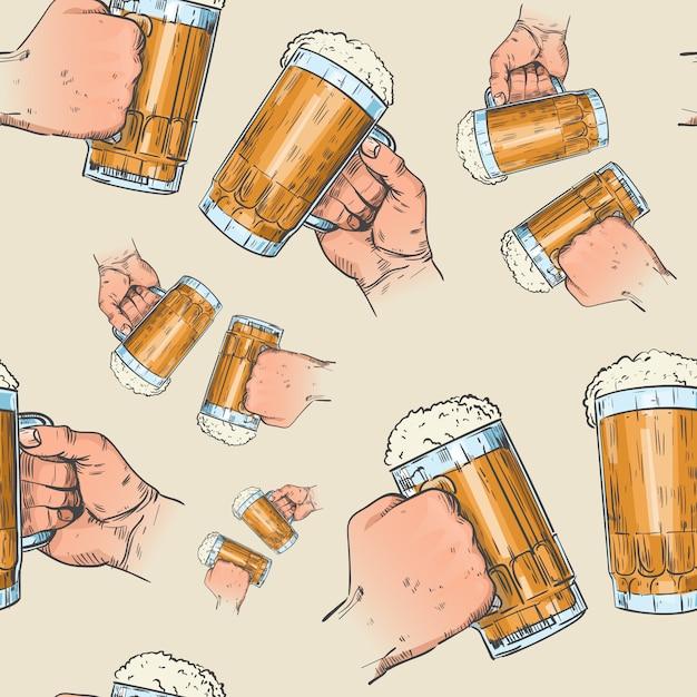 Hände, die nahtloses muster der bierkrüge halten Premium Vektoren