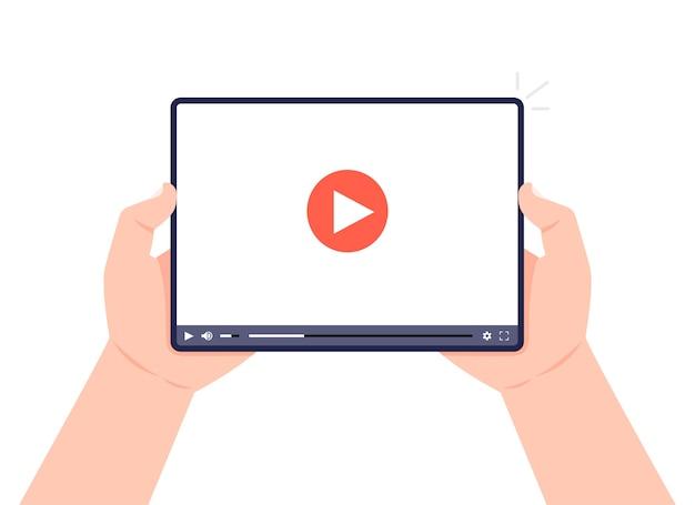 Hände halten tablette mit videoplayer auf dem bildschirm. video-marketing-konzept tutorials, vorträge, konferenz, webinar Premium Vektoren