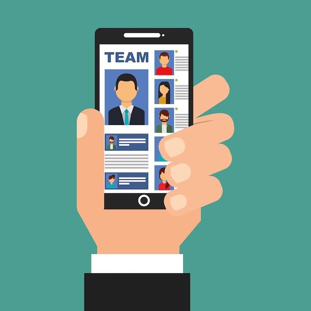 Hand, die smartphone mit team in den schirmleuten hält Premium Vektoren
