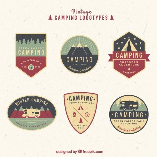Hand gezeichnet jahrgang campingplatz logos in farben Premium Vektoren