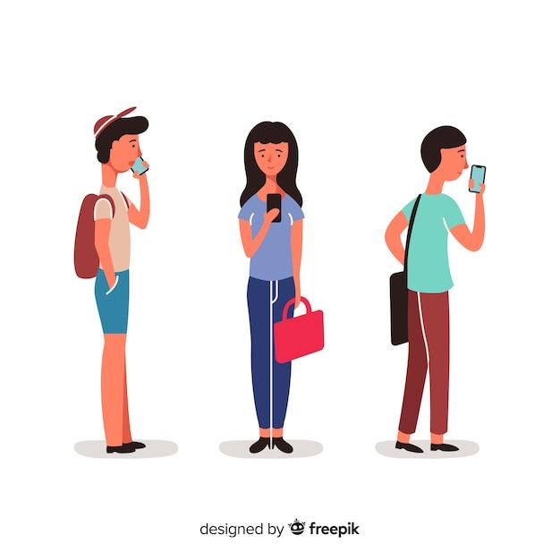 Hand gezeichnete junge leute, die smartphonesatz verwenden Kostenlosen Vektoren