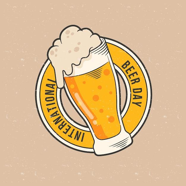 Hand gezeichnetes internationales bier-tageskonzept Kostenlosen Vektoren