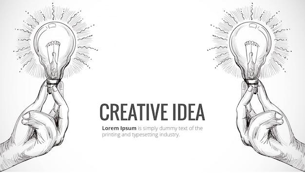 Hand gezeichnetes neues ideenkonzept mit hand, die glühbirnenskizze hält Kostenlosen Vektoren