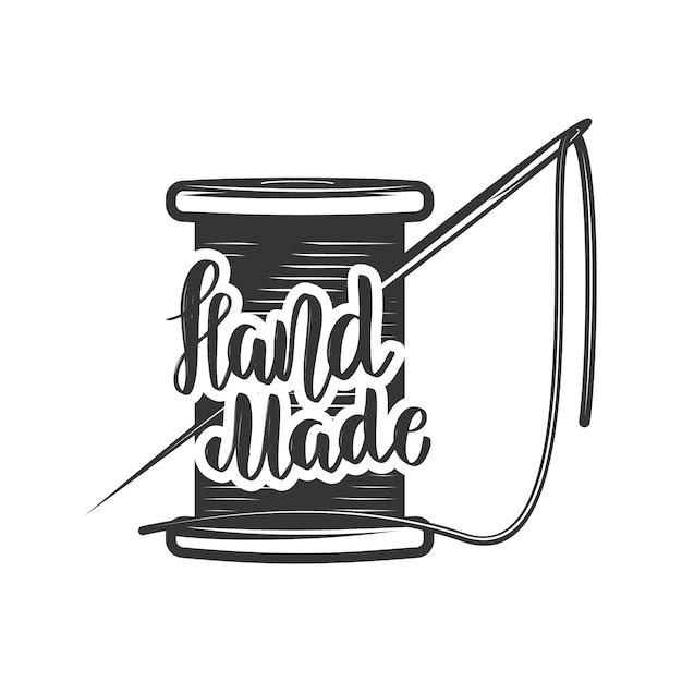 Handgemacht. schriftzug mit fadenspule und nadel. element für logo, etikett, emblem, zeichen. bild Premium Vektoren