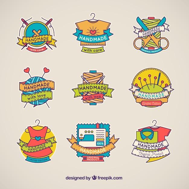 Handgemachte logos mit hand gezeichneter art Kostenlosen Vektoren