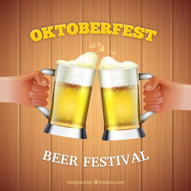 Hands toasting mit bier im oktoberfest Kostenlosen Vektoren
