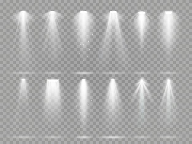 Helle lichtprojektorstrahlen auf theaterbühne. Premium Vektoren