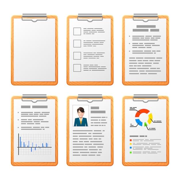 Helle realistische checkliste auf dem hölzernen brett lokalisiert auf weiß Premium Vektoren
