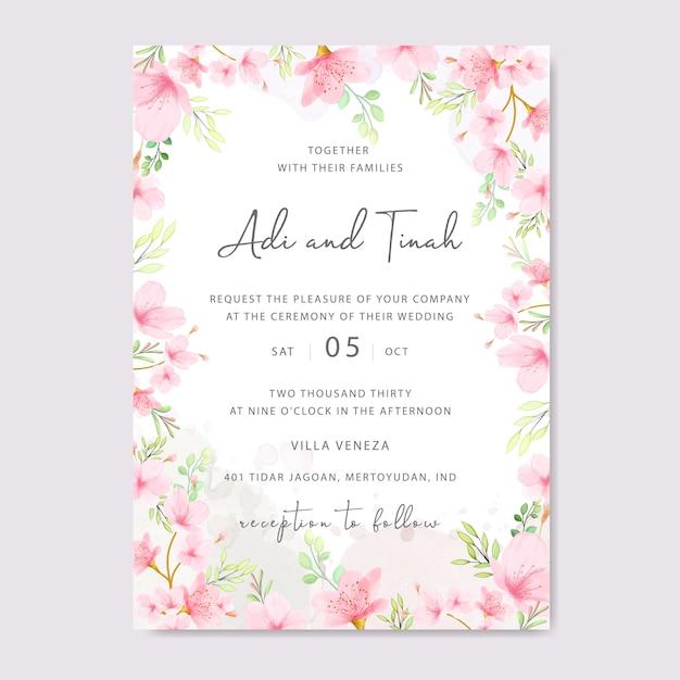 Hochzeitseinladungskartenschablone mit blumenkirschblüten-rahmen Premium Vektoren