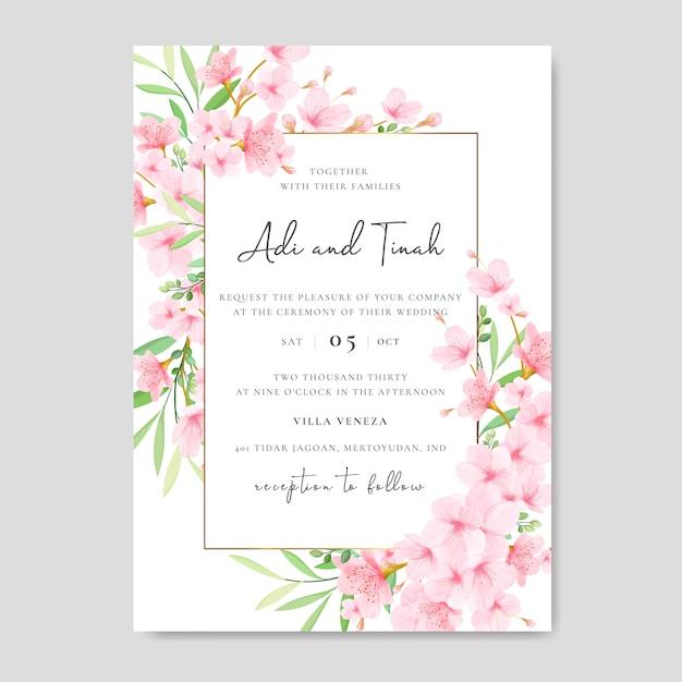 Hochzeitseinladungskartenschablone mit blumenkirschblütenentwurf Premium Vektoren