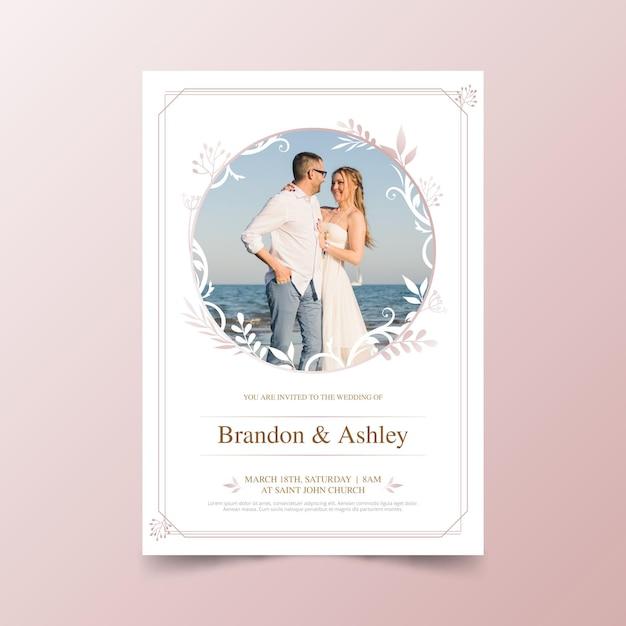 Hochzeitseinladungsschablone mit foto des paares Kostenlosen Vektoren