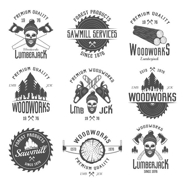Holzfäller schwarz weiße embleme mit ausrüstung waldprodukte schädel im hut mit bart isoliert Kostenlosen Vektoren