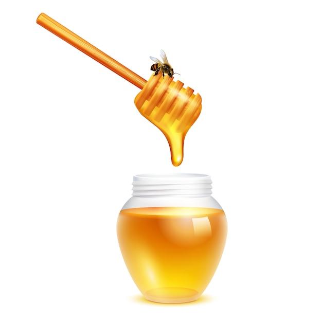 Honig, der vom schöpflöffelstock mit honigbiene im realistischen konzept des entwurfes des glasgefäßes auf weißem hintergrund tropft Kostenlosen Vektoren