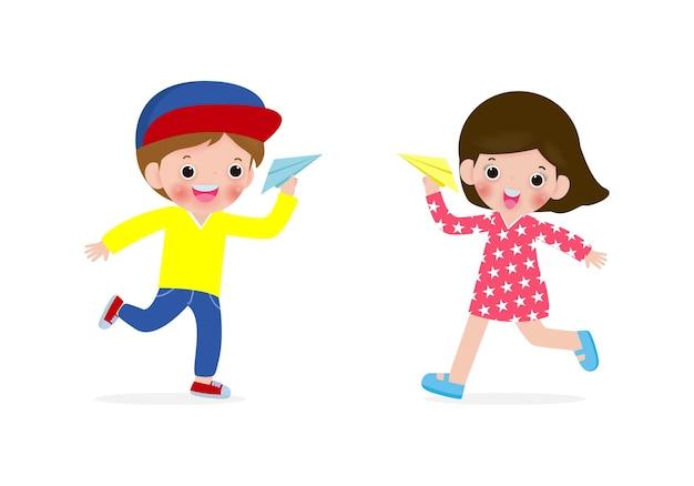 Illustration von jungen und mädchen der glücklichen kinder, die mit papierflugzeug spielen Premium Vektoren
