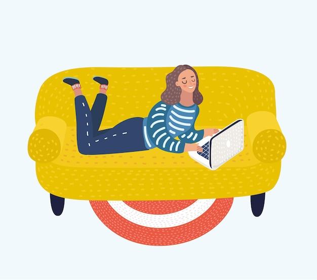 Illustration von mädchen mit einem laptop auf einem sofa die frau liegt auf dem bauch mit laptop. Premium Vektoren