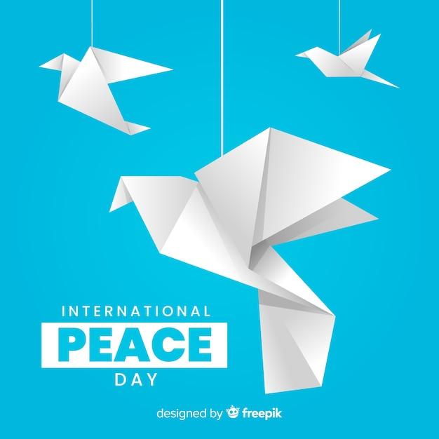Internationaler friedenstag mit origami-tauben Kostenlosen Vektoren