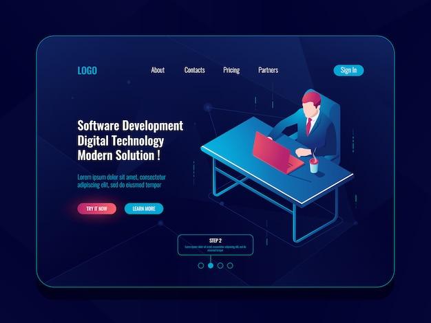 Isometrische ikone des programmierers und der technischen entwicklung, mann, der an einem tisch sitzt, software entwickeln Kostenlosen Vektoren