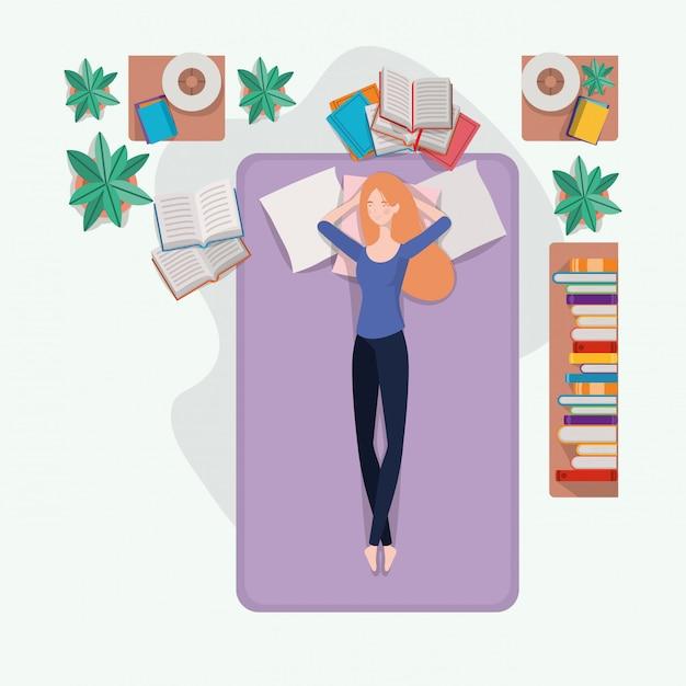 Junge frau, die in der matratze im schlafzimmer sich entspannt Kostenlosen Vektoren