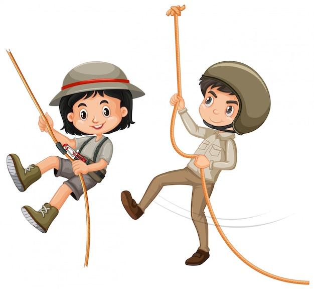 Junge und mädchen im safari-outfit auf weiß Kostenlosen Vektoren