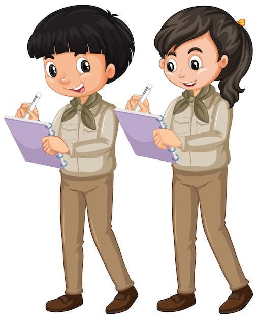 Junge und mädchen in der pfadfinderuniform auf weiß Kostenlosen Vektoren