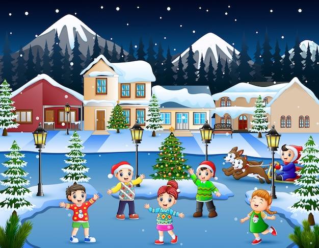 Karikatur des glücklichen kindes spielend im schneienden dorf Premium Vektoren