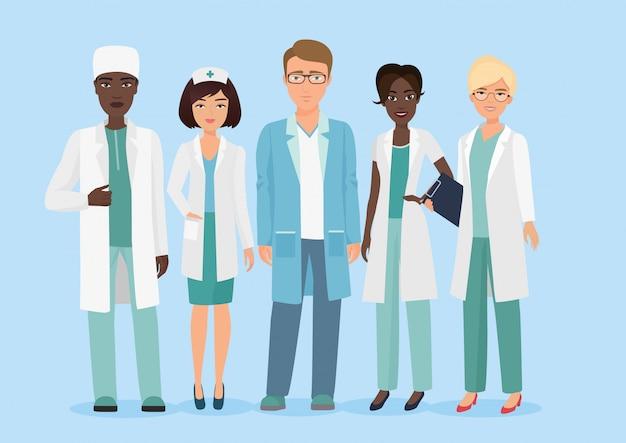 Karikaturillustration des teams des medizinischen personals des krankenhauses, der doktoren und der krankenschwesterncharaktere. Premium Vektoren