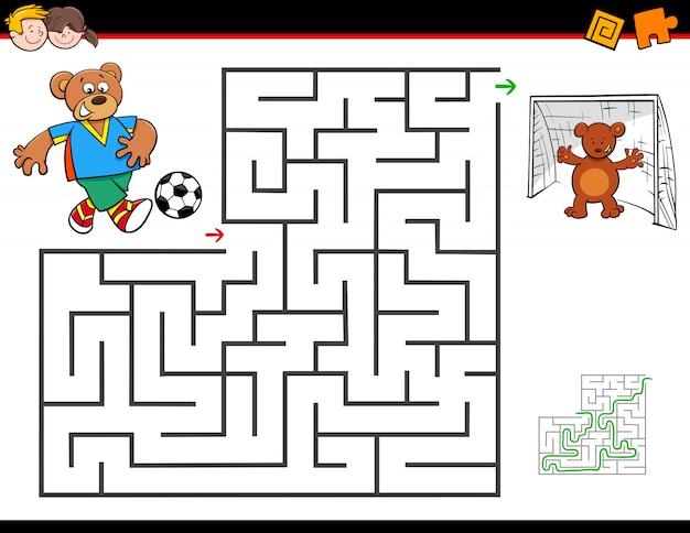 Karikaturlabyrinthtätigkeit mit dem bären, der fußball spielt Premium Vektoren