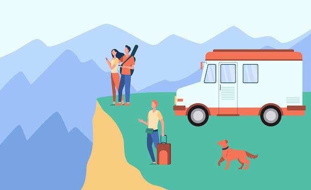 Karikaturleute, die auf van in bergen reisen. karikaturillustration Kostenlosen Vektoren