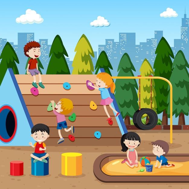 Kinder, die an der spielplatzillustration spielen Kostenlosen Vektoren