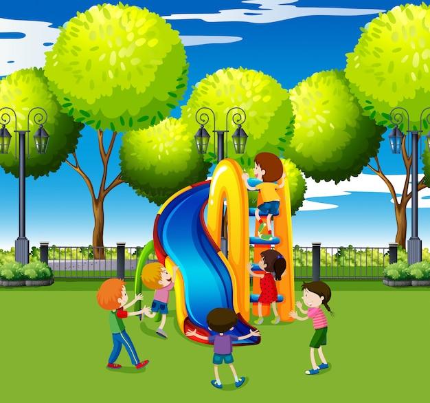 Kinder, die auf dia im park spielen Kostenlosen Vektoren