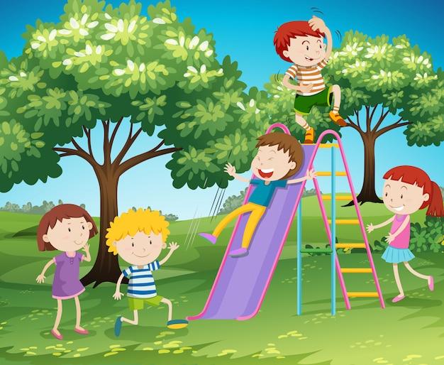 Kinder, die dia im park spielen Kostenlosen Vektoren