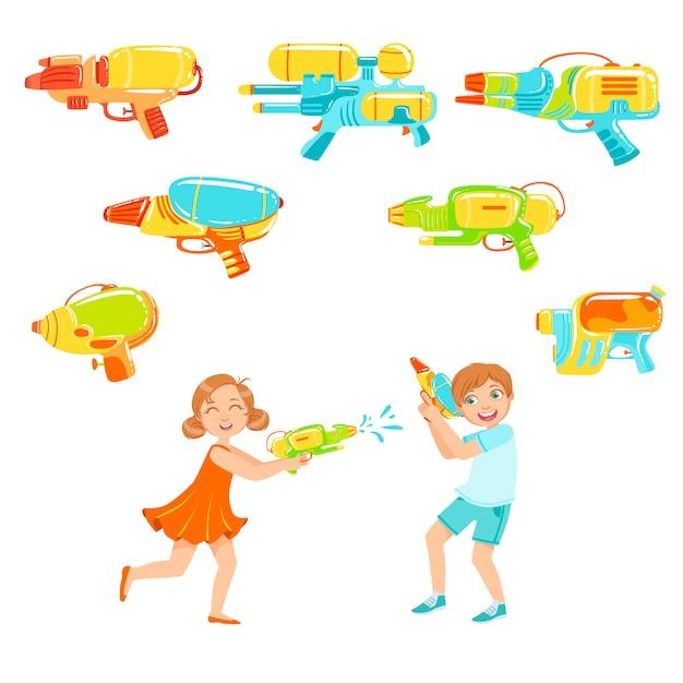 Kinder, die mit wasserpistolen und einer auswahl an waffen spielen Premium Vektoren