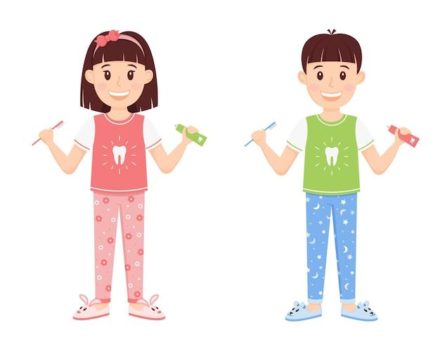 Kinder ein junge und ein mädchen im schlafanzug, die zahnpasta und eine bürste in ihren händen halten. Premium Vektoren