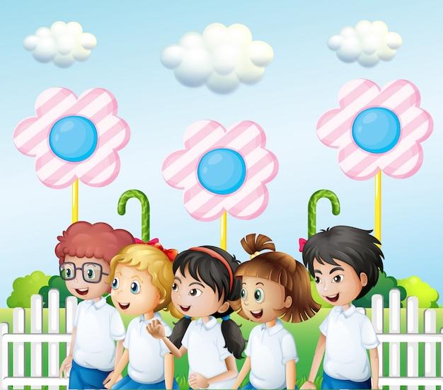 Kinder im garten Kostenlosen Vektoren