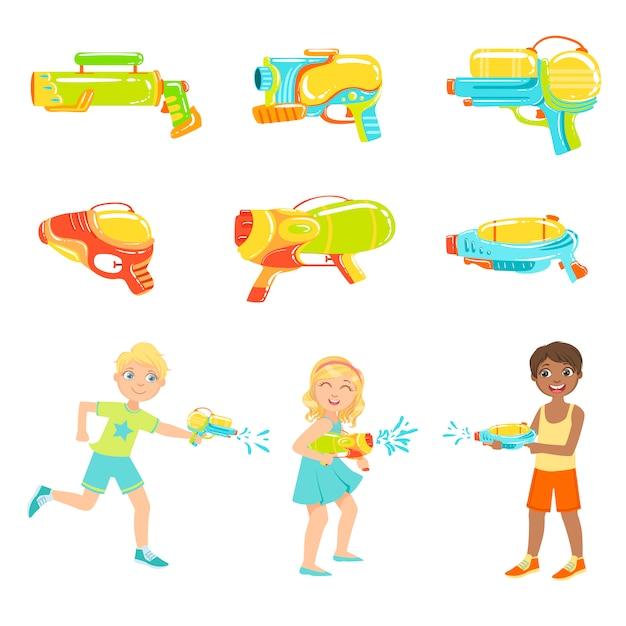Kinder spielen mit wasserpistolen und verschiedenen waffen Premium Vektoren
