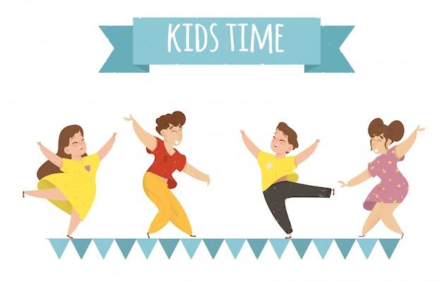kinderzeithorizontale fahnenglückliche kinder freuen