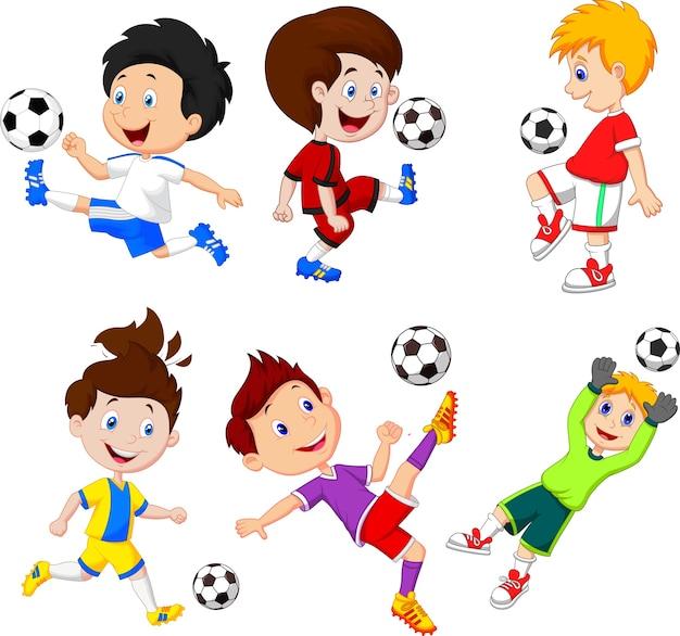 Kleiner junge der karikatur, der fußball spielt Premium Vektoren